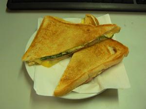 出来たてホヤホヤのサンドイッチ