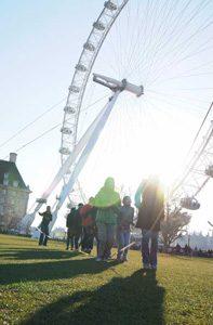ロンドンの中心で、大縄跳びをする