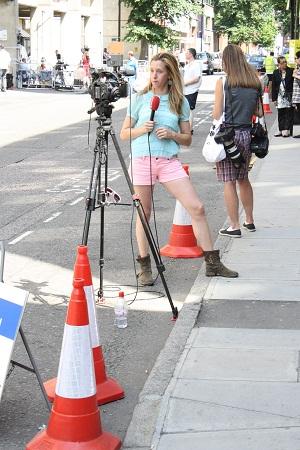 テレビカメラ相手に一人で練習