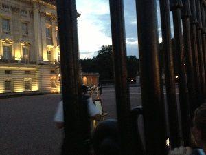 バッキンガム宮殿前